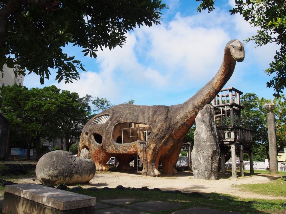 リアルな草食恐竜とたまごが鮮烈!(那覇市)