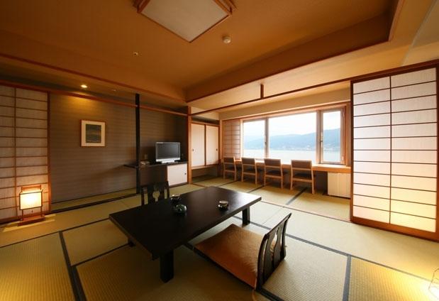 上諏訪温泉「RAKO華乃井ホテル」の魅力➂諏訪湖を臨む客室