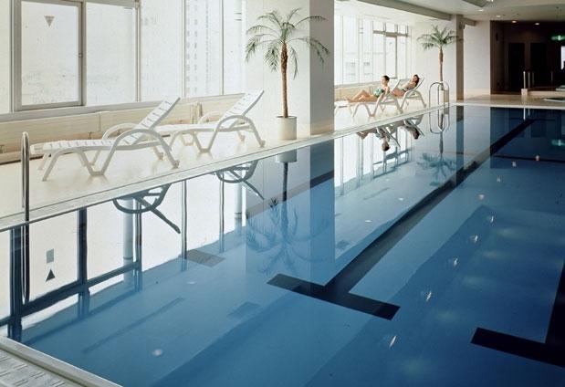 上諏訪温泉「RAKO華乃井ホテル」の魅力④通年営業の展望室内プール