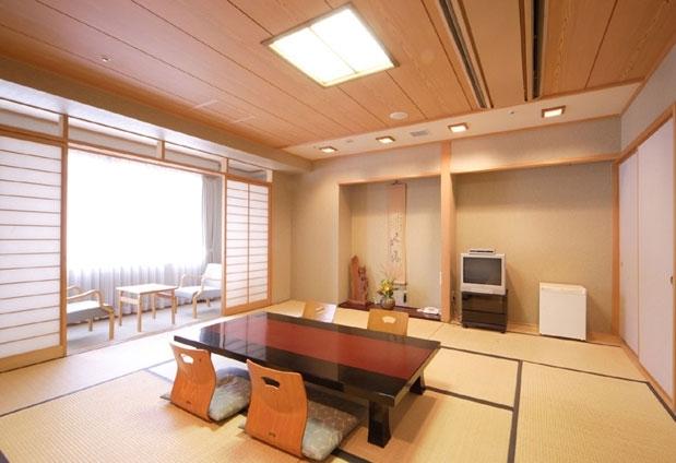 小豆島と名所を巡る4泊5日の旅プラン3日目:「新ロイヤルホテル四万十」にチェックイン