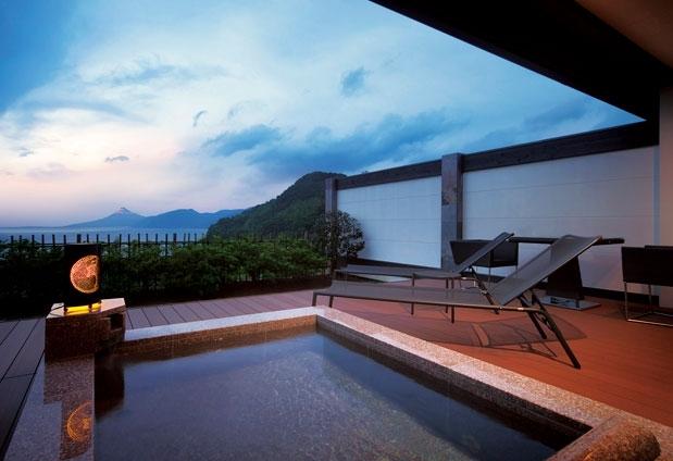 「富岳群青」の客室はまさに大人の極上空間