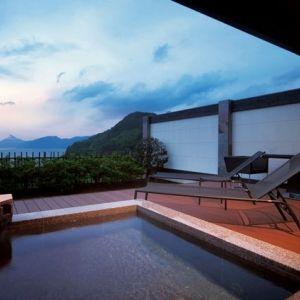 世界遺産を望む宿!土肥温泉の旅館「富岳群青」で極上の休日体験を。