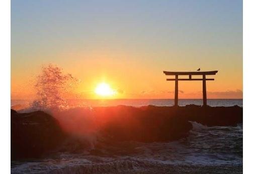 ③美しい日の出も見所の大洗磯前神社