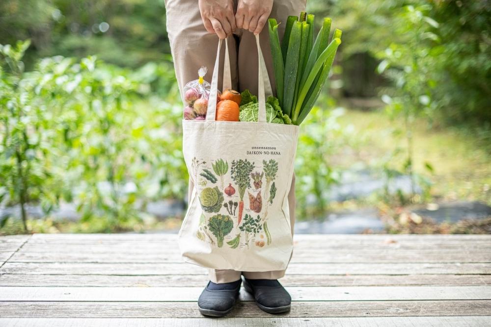 阿部さんが描いた野菜のトートバッグ