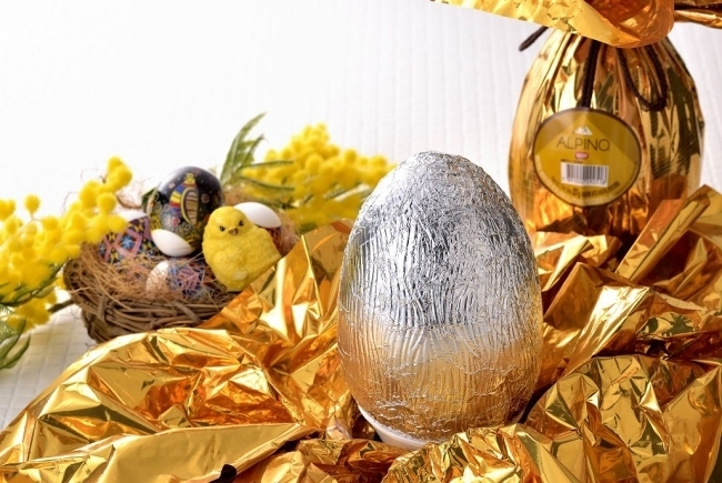 まるで卵!? 巨大なチョコレートにビックリ