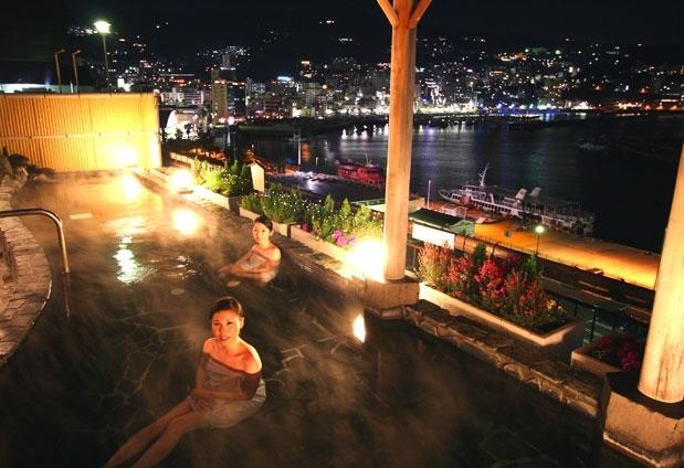 熱海名物「熱海海上花火大会」を目の前で|熱海の宿「秀花園 湯の花膳」