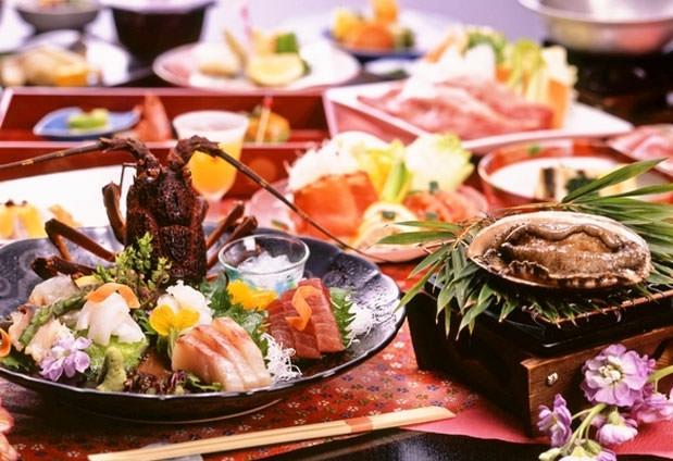 伊豆・熱海の味覚を部屋食で|熱海の宿「秀花園 湯の花膳」