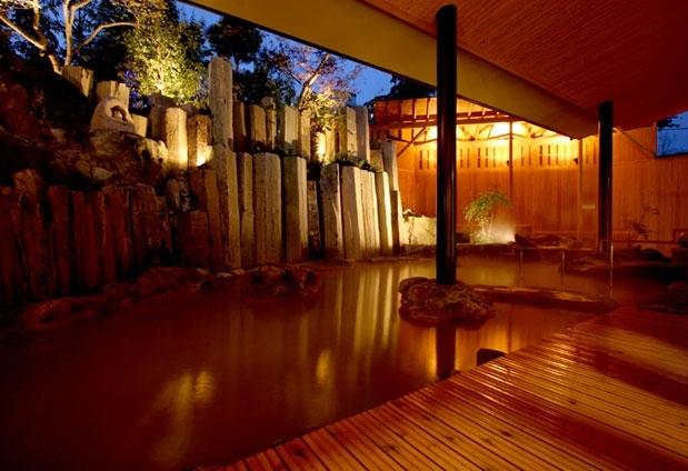 北関東随一の温泉施設で「黄金の湯」を満喫