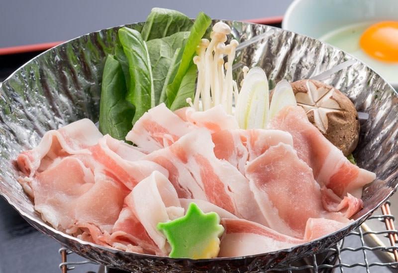 沖縄と北海道の食材を味わう割烹料理