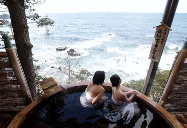 放流型の温泉を楽しめる