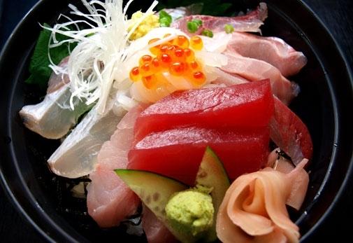 海を眺めながら新鮮な海鮮が食べられるお店!「海女の小屋 与望亭」の魅力③海女っ子寿司