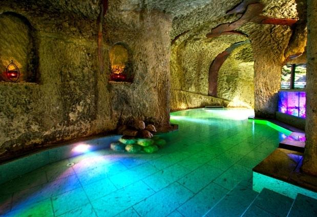 """""""百の楽しみ""""その2 日本で唯一の海洋深層水洞窟風呂"""