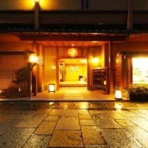 嵐山温泉と伝統の京料理が味わえる「嵐山温泉 彩四季の宿 花筏」