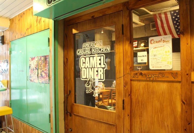 インパクト大のローストビーフ丼がおすすめ「CAMEL DINER 神保町店」