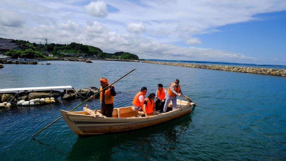旅は続く...木造船でタコつぼ漁?!