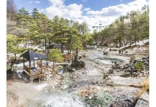 湯けむり漂う絶景の中での散歩ができる「西の河原公園」
