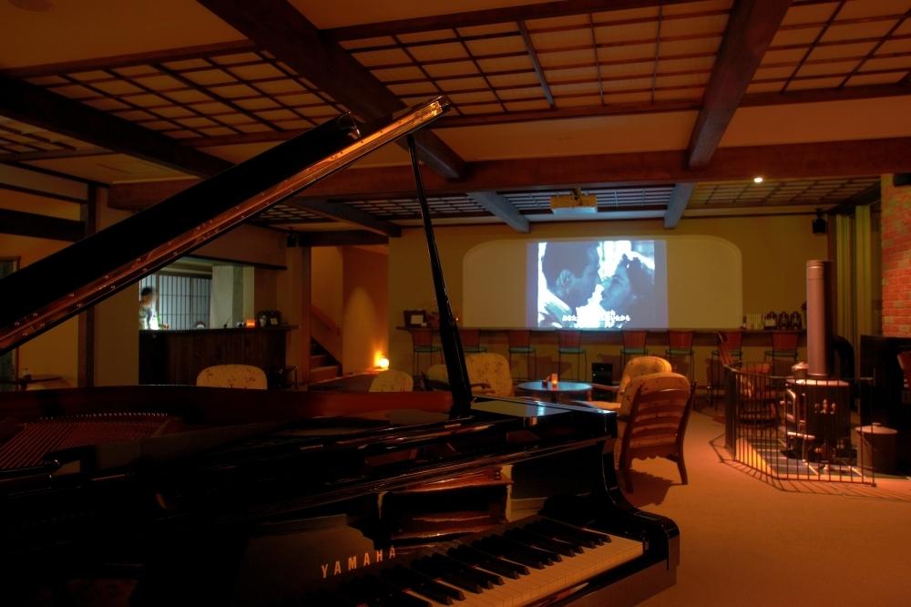 明治の面影を残すノスタルジックな空間にジャズが流れる