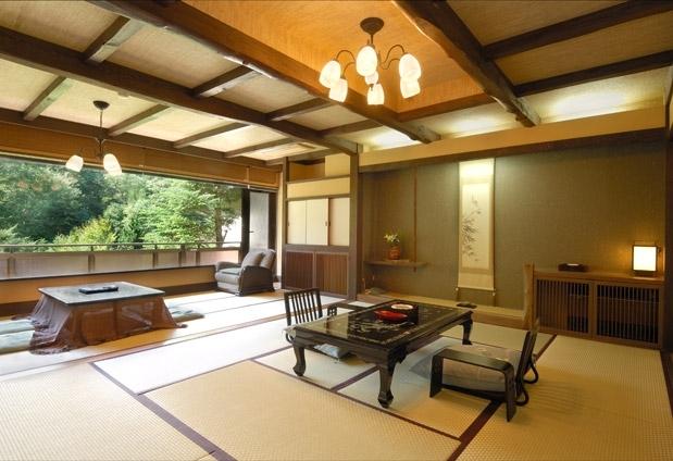 谷川の景色を望む客室
