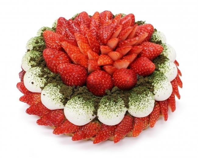 鮮やかな赤が可愛らしい、抹茶といちごのケーキ