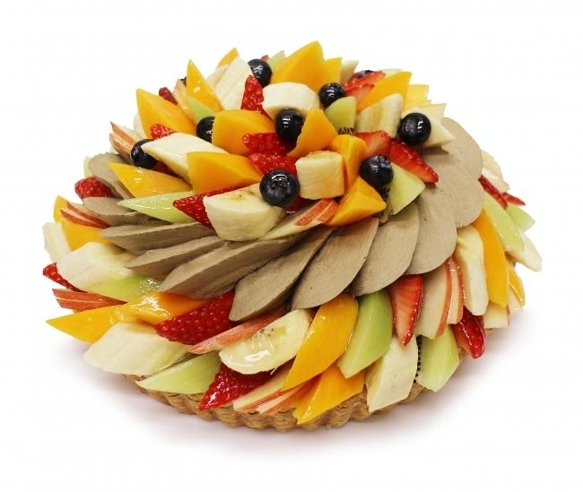 色とりどりのフルーツとほうじ茶のコラボ、ほうじ茶とフルーツのケーキ