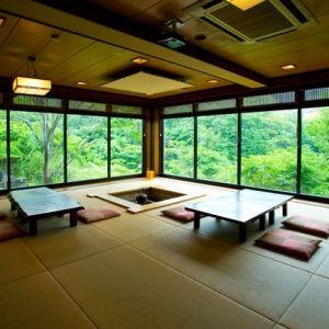 炭火焼き会席が自慢。伊勢志摩の魚介の旨みと和の寛ぎを体感できる宿