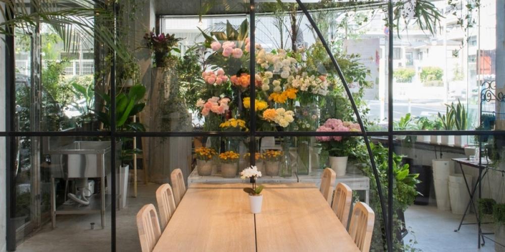 ③スムージーと食事を楽しめる、女性に嬉しいフラワーカフェ 【原宿】LORANS.原宿店 social flower & smoothie shop