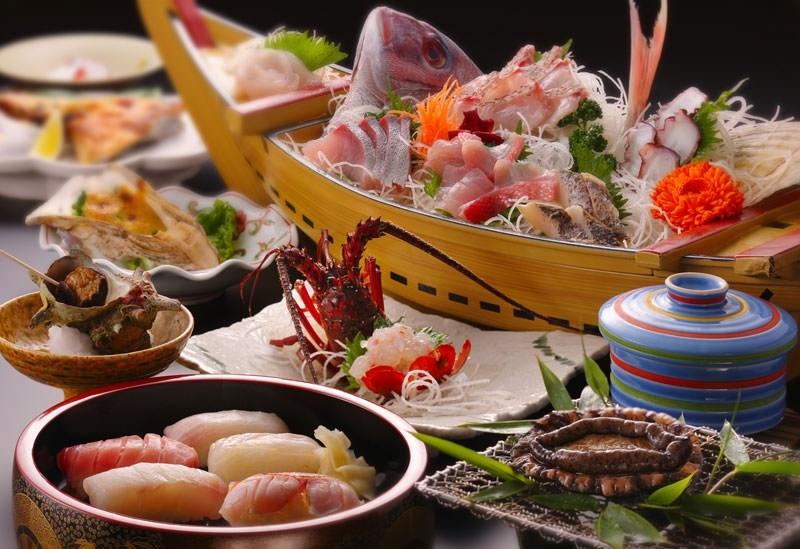 千倉漁港から水揚げされたばかりの魚介が並ぶ食事