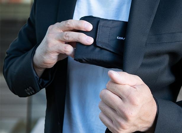 財布からバッグに素早く変身する2in1の便利なエコバッグ