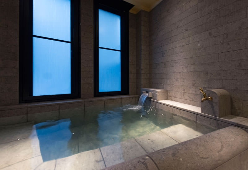 宿泊者専用の貸し切り風呂で源泉掛け流しの湯を堪能