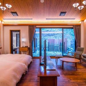 【特別な休日に】東照宮の西参道沿いに佇む全9室スイートルームのホテル「日光西町倶楽部あらとうと」