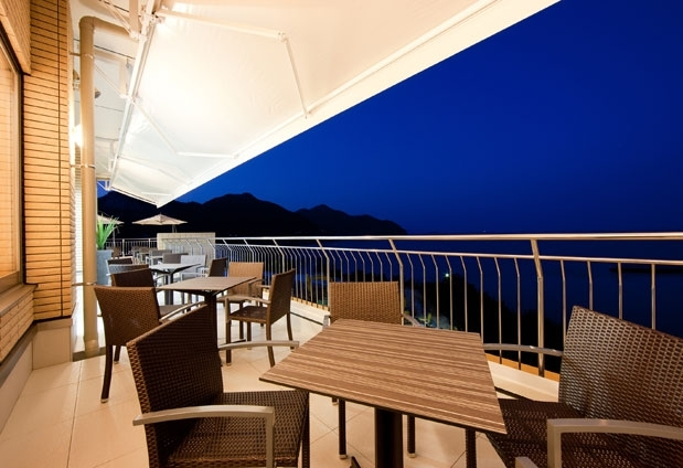 愛媛県のホテル「インランド・シー・リゾート・フェスパ」の魅力②海を感じられるレストラン