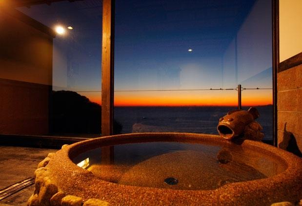 戸田温泉のホテル「海のほてるいさば」の魅力2:露天風呂から駿河湾を一望