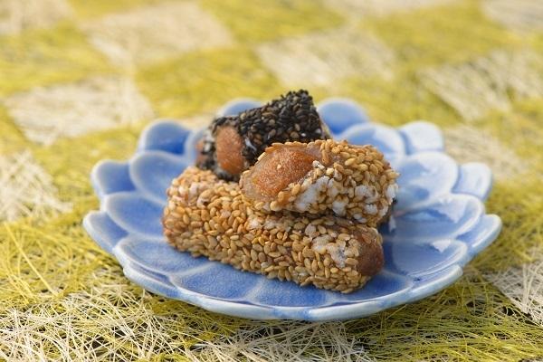 胡麻の食感が人気の和菓子「垣穂」