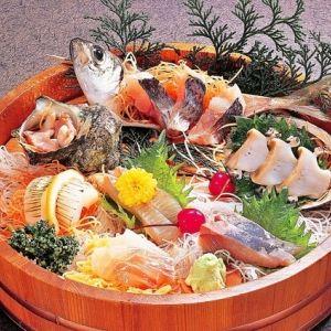 三重県の離島・答志島へ。オーシャンビューの宿で新鮮な魚介に舌鼓!