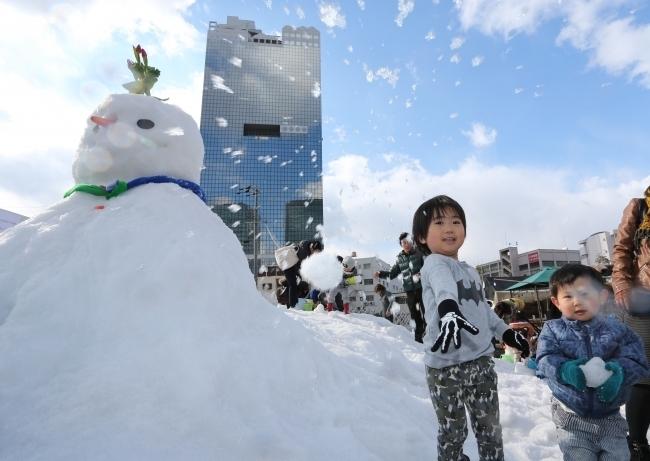 花と雪を楽しもう!スノーランドも好評開催中