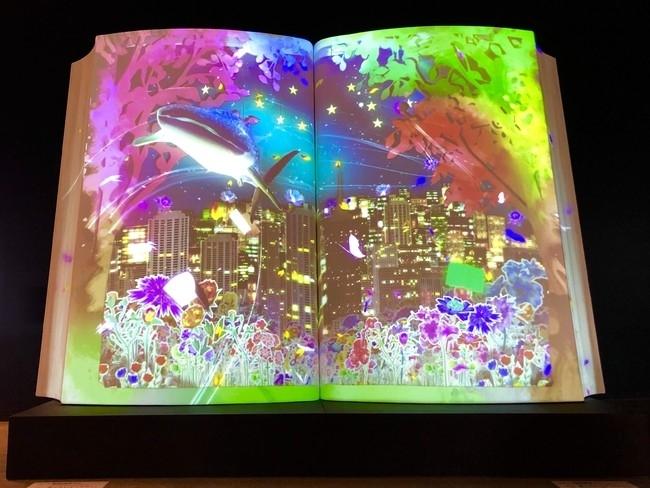 巨大な本が不思議な世界へ連れて行ってくれる。角川武蔵野ミュージアムの「NAKED BIG BOOK」