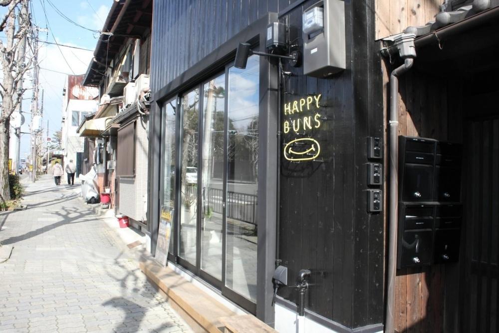 楽しくて美味しいコッペパン専門店「HAPPY BUNS」