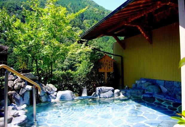 下呂温泉郷を一望できる展望風呂