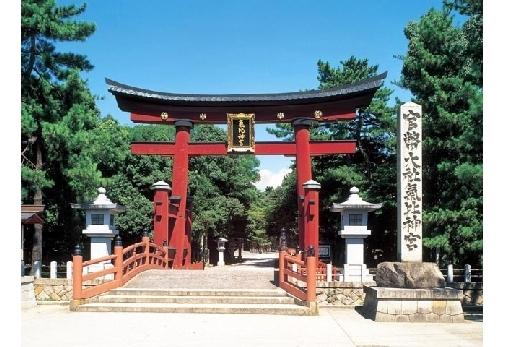 鳥居は日本三大鳥居の1つ