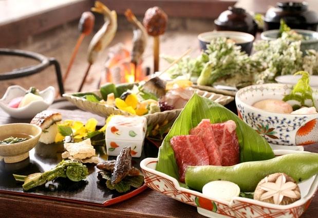 「奥飛騨温泉郷 山里のいおり 草円」の魅力とは③郷土料理を堪能