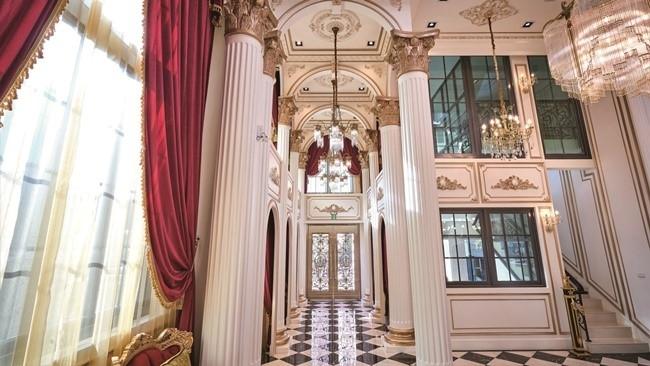 唯一無二の存在感! 絢爛を極めた宮殿ホテル。