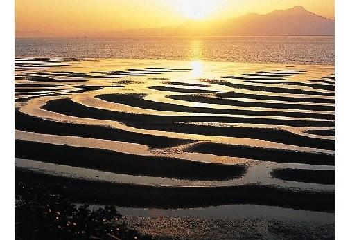③自然が生み出す神秘的な姿・御輿来海岸