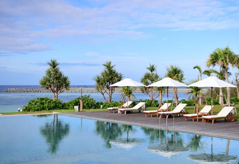 インフィニティプールで南国気分「サイプレスリゾート久米島」