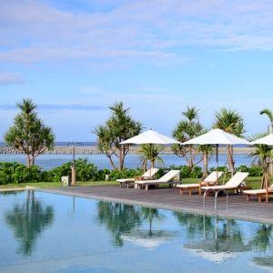 秋こそ過ごしやすい沖縄へ! オーシャンビューが自慢の離島のホテル4選