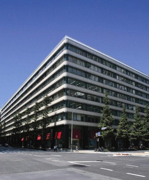 【1】内部の装飾に目を見張る「新東京ビル」
