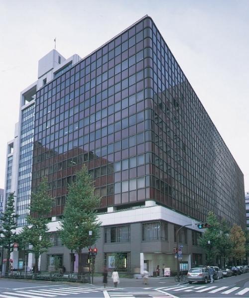 【2】巧みなデザインの組み合わせに驚く「有楽町ビル」