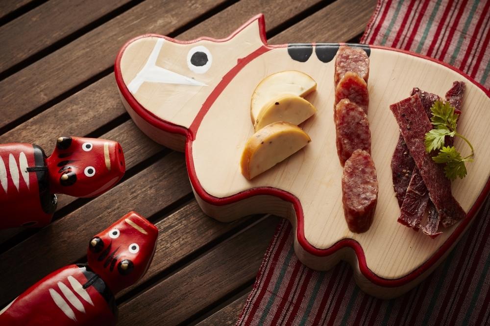 会津の郷土玩具、赤べこがそこかしこに