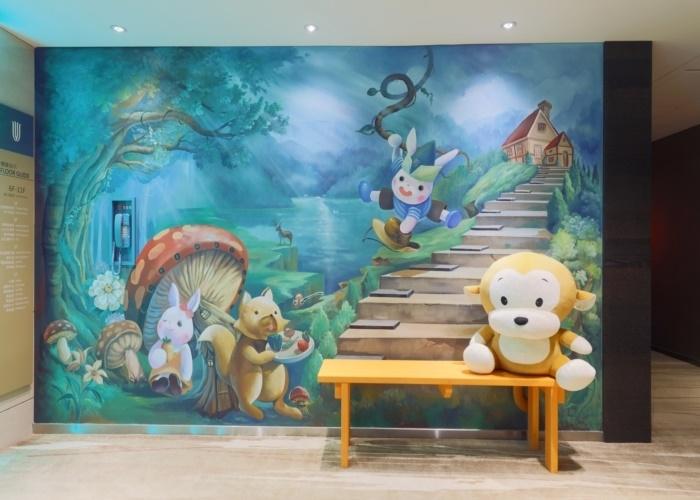 ロハスな環境にモダンな建物、中に広がるのは童話の世界