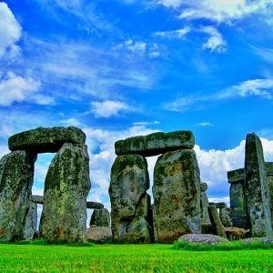 この巨石はどこから!?イギリスの世界遺産「ストーンヘンジ」遺跡群