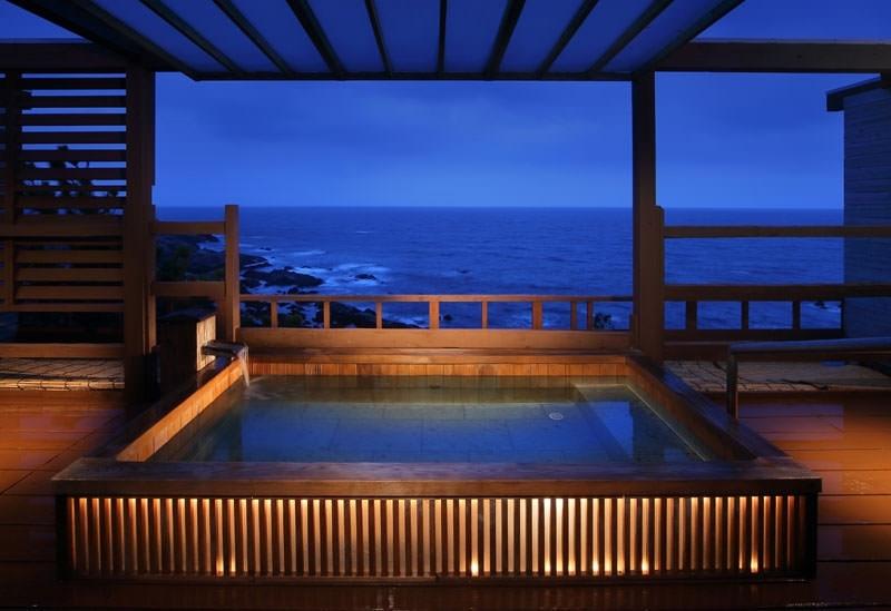 海の絶景を独り占めできる3ヶ所の貸切温泉